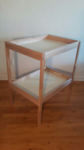 CHANGING TABLE / TABLE A LANGER