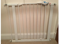 Lindam Easy Fit Plus Deluxe No Drill Pressure Fit Safety Gate / Stair Gate