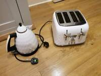 Delonghi Kettle & Toaster