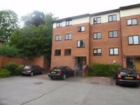 Rooms, 1, 2 , 3 , 4 House/Flat Available- NO AGENT FEE