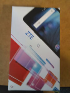 Nearly MINT condition ZTE Z828 cell phone for SALE