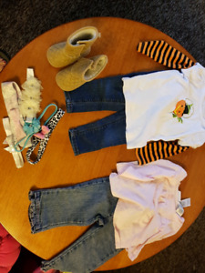 Baby clothes and items 12 months / vetements et items bebe