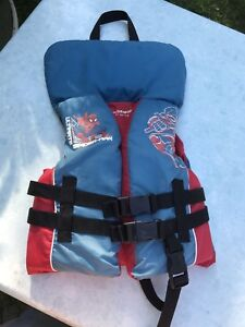 Life vest youth size 14 - 27 kg nice condition