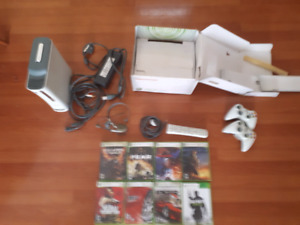Xbox 360 (2x rechargeable controllers, 8x games, 1x headset)