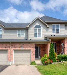 Beautiful Townhouse FOR SALE $370,000
