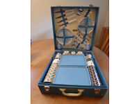 Brexton Picnic Set for 4 people in hard carry case