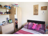 *NO AGENCY FEES TO TENANTS* Lovely double bedroom with en-suite available in professional house.