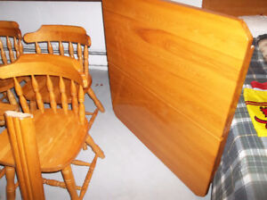 Ash wood dinningroom table and 4 chairs