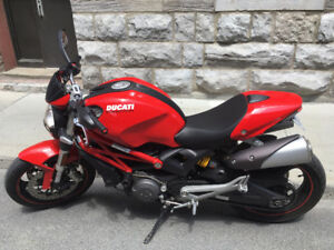 2010 Ducati Monster 696 with low km