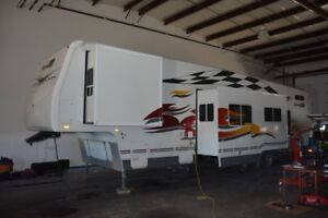 2007 Fleetwood GearBox 40' Fifth Wheel Toy Hauler