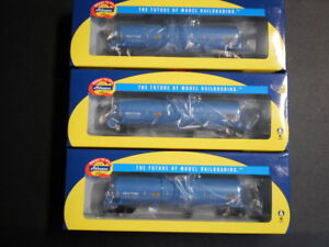 Athearn RTR HO scale tank cars  x 3 (three)  USED