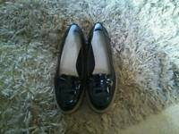 Clarks black patent shoes size 5D griffin milly
