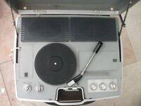 VINTAGE (1970 ERA) ORIGINAL PORTABLE RECORD PLAYER WITH RADIO