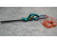 Black & Decker GT 535 electric hedge trimmer 23in cut extendable handle