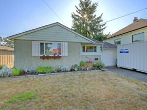 Rancher on 7700 sq ft lot.  Open house Sun: 1-3