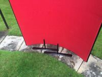 Pinnable Curved Partition in red with black trim approx 120 x 120 cm