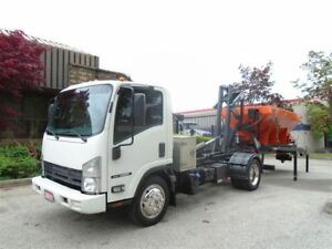 2011 Isuzu NRR Stellar Hook,19yd Bin and Hydraulic Spreader.