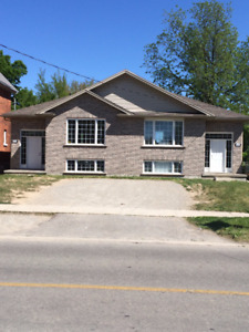 Bright Student Room 8-mo lease close to WLU all female house