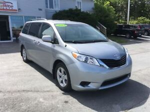 2013 Toyota Sienna LE Room for 8