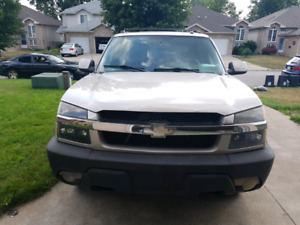 Selling 2004 4×4 Chevrolet Avalanche truck  Fullyloaded