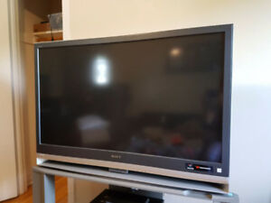 50' Sony TV with stand