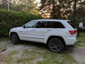2013 Jeep Grand Cherokee Limited 4x4 SUV, Crossover