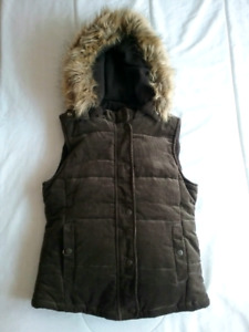 New Suzy Shier women's brown outdoor vest, size small - with tag