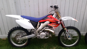 Fresh and mint!! 2005 cr 250 ripper!