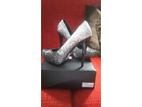 Silver glitter heel heel shoes
