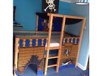 Pirate midi bed