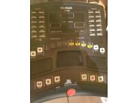 Reebok Treadmill , 24 programms built in , built in speaker plug in your phone , vgc, 12% incline ,