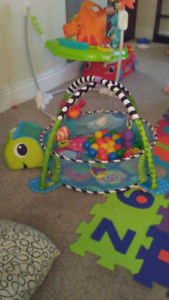 Infantino grow with me play mat and ball pit