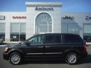 2016 Chrysler Town & Country Touring with DVD system