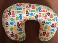 Breastfeeding pillow / baby holding pillow