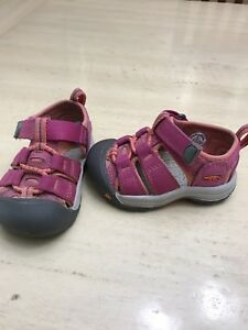 Size 4 Toddler sandlas