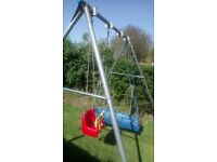 Metal garden swing, in good condition, comes with single seat and longbow cradle