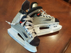 Bauer Vapor Used Boys Hockey Skates Size 12 (shoe size 13)