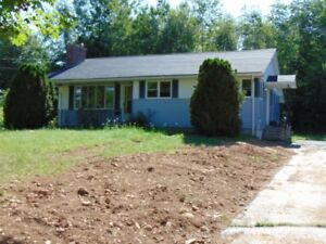3 BD/FIREPLACE/TRIPLE LOT/ZONED R2/GARAGE/UPGRADES IN NEW MINAS