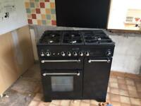 Range master Kitchener with extractor hood and backsplash