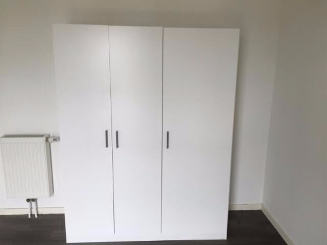 Free standing wardrobes domb s white in willesden for Ikea guardaroba dombas