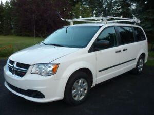 2011 Dodge Caravan Cargo Van ROOF RACK, SHELVING, LOW LOW KMS!!!
