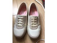 Skechers Memory Foam Relaxed Fit Size 5/5.5