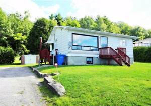 A louer/For rent, 2 bedroom house in La Peche, available Sep.1!