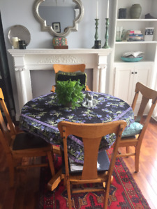 Solid wood Round Dining Table with extensions + 4 chairs