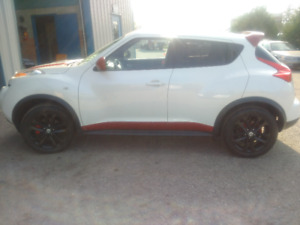 2013 Nissan 4dr. Juke SV AWD Automatic  (gorgeous)