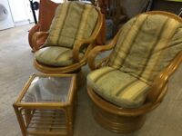 Conservatory furniture 2 x chairs & coffee table
