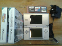 nintendo ds with super mario,sonic rush and call of duty and charger