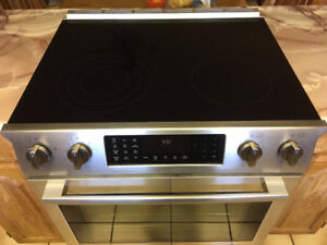 """30"""" Bosch Stove Electric Slide-in Range - Stainless Steel"""
