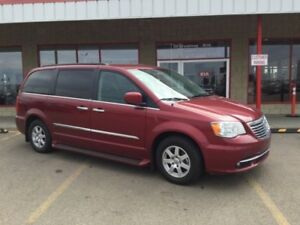 2011 Chrysler Town & Country TOURING STOW & GO Navigation (GPS),