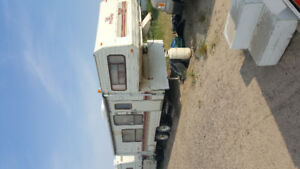 Reduced 87 Prowler 25ft 5th wheel $2850